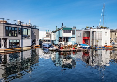 Discover One-of-a-Kind Homes on the Water