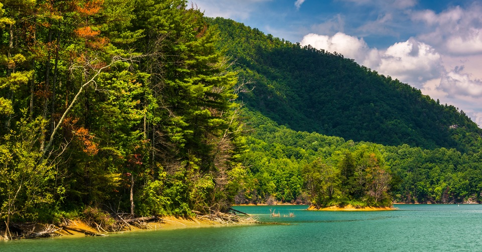 Watauga Lake: A Fall Boater's Dream
